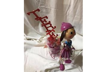 Muñeca de metal con chuches
